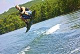 adrenalinova jizda na wakeboardu