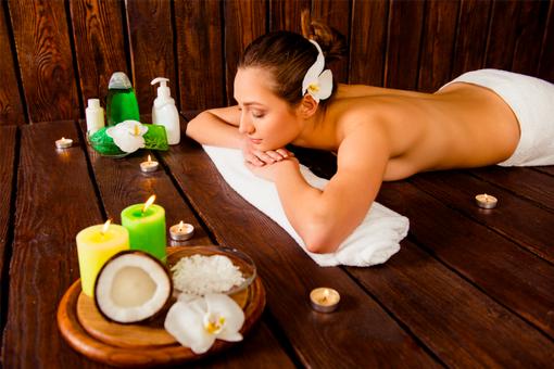 Thajská masáž kokosovým olejem