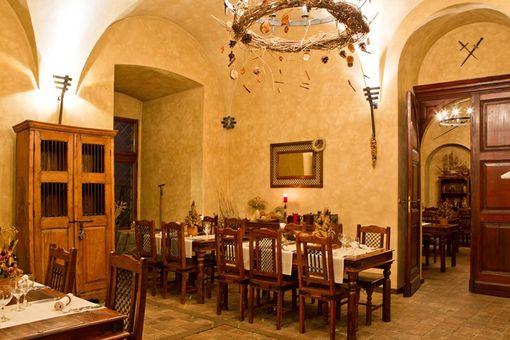 Romantická večeře ve středověké krčmě