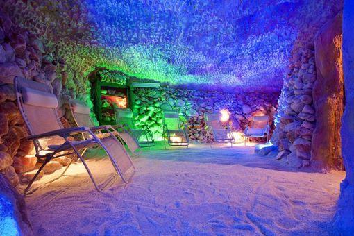 Noc v solné jeskyni