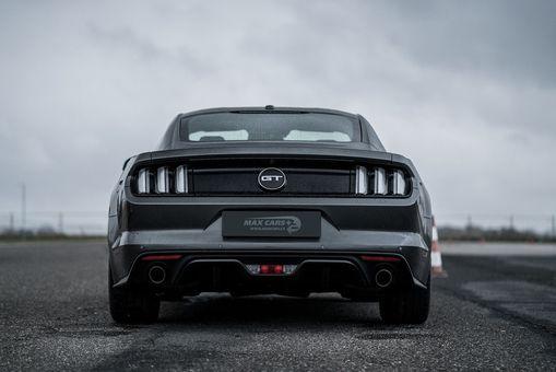 Škola smyku s Ford Mustang