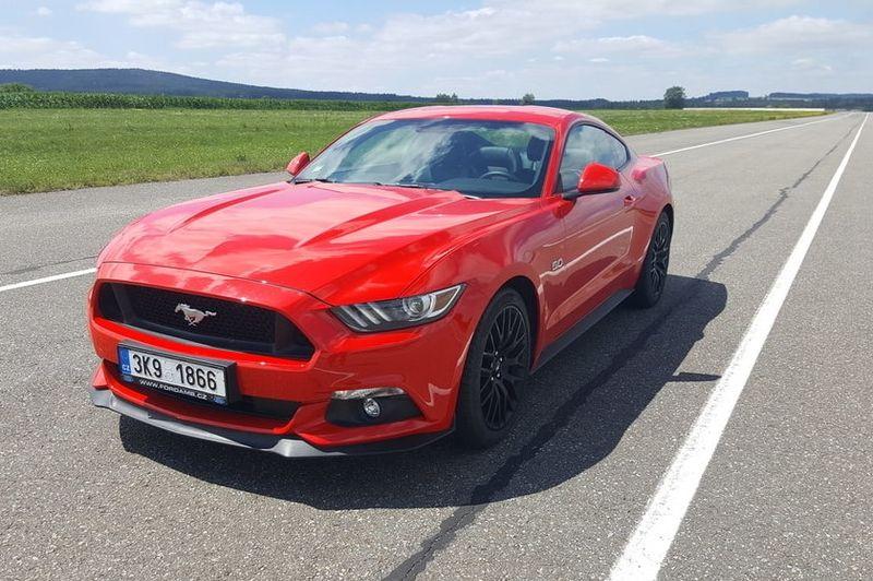 Zapůjčení Fordu Mustang GT
